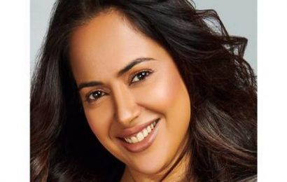 Actor Sameera Reddy to make her debut as author