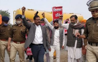 Dilli Chalo | Yogendra Yadav taken into preventive custody