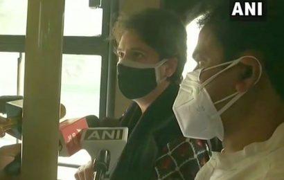 Cong march to President stopped, Priyanka taken into custody