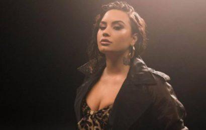 Demi Lovato uses glitter on her skin to celebrate stretch marks