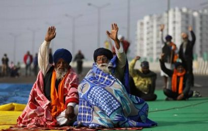 Farmers' protest   Thousands stay put at border points, traffic disrupted on Delhi's key routes