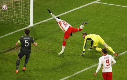 Leipzig sends United to Europa League