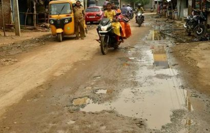 Road leading to Vekkaliamman temple in a sorry state