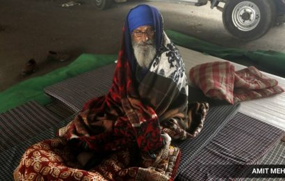 Makeshift stalls selling winter wear come up at Singhu border protest site