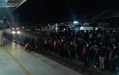 Western Railway cancels change of timings of local trains after commuters block tracks