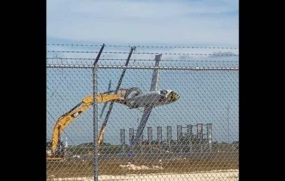 Plane 'flies' for the last time with excavator's 'help'. Watch