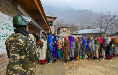 Over 26% votes polled till 11 am in final phase of J&K DDC polls