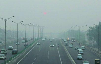 """Calm winds, high moisture pushes Delhi's AQI to """"severe"""""""