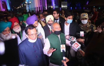 Govt not egoistic, holding discussions with farmers with an open mind: Tomar