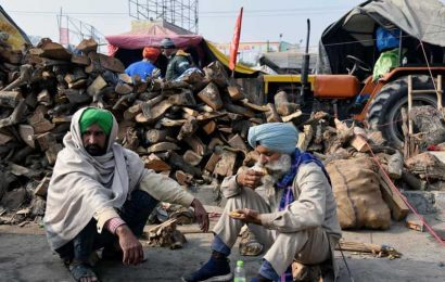 Protesting farmers stay put at Delhi borders amid harsh winter