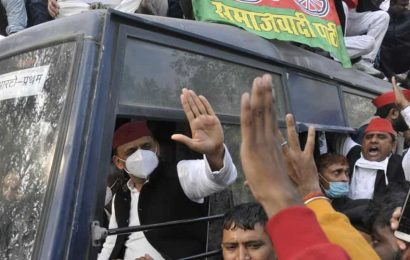 SPchief Akhilesh Yadav detained outside Lucknow residence