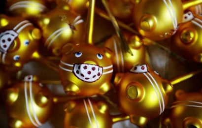 Traditional golden pig Christmas ornaments in Czech Republic get masks. See pics
