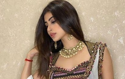 Naagin actress Mouni Roy's mesmerising pictures leave us spellbound