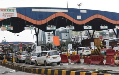 FASTags mandatory from January 1, Govt clarifies only hybrid lanes will accept cash till Feb 15