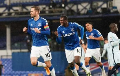 Sigurdsson penalty gives Everton 1-0 win over Chelsea