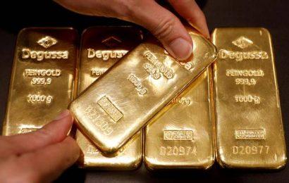 Gold declines ₹252; silver tumbles ₹933