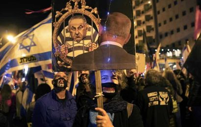 Israelis maintain anti-Netanyahu protests in wintry weather