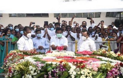 TN CM unveils mausoleum for Jayalalithaa