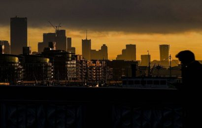 Growing number of UK firms face bankruptcy as lockdown drags