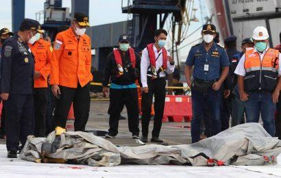 Indonesia plane crash: Dive search for crashed jet's cockpit recorder suspended