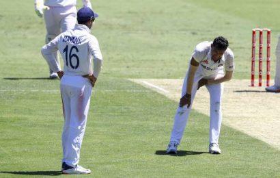 Aus vs. Ind Test | Saini taken from field injured