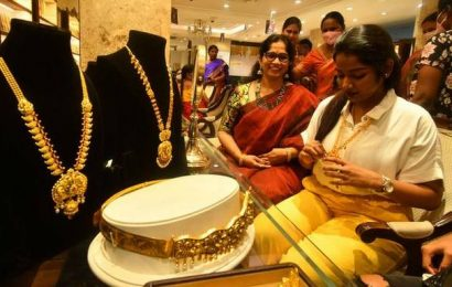 Gold declines ₹ 231; silver tanks ₹ 256