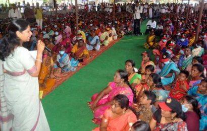 AIADMK has pledged rights of Tamils: Kanimozhi