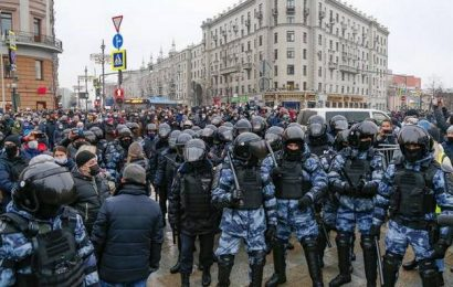 U.S. condemns Russia's use of harsh tactics against protesters, journalists