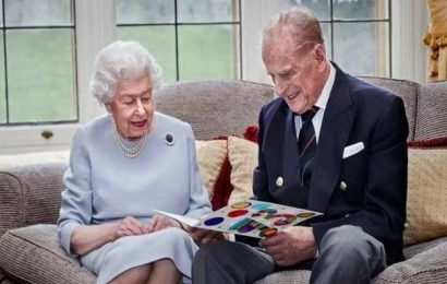 U.K.'s Queen Elizabeth, Prince Philip given COVID-19 jab