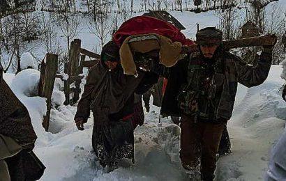 Soldiers cross knee-deep snow to help pregnant woman reach hospital in Kashmir