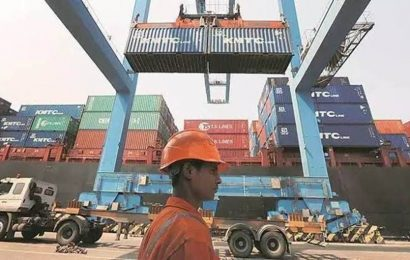 Govt extends benefits of tax refund scheme to all export goods from today