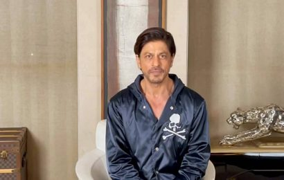 Shah Rukh Khan promises to meet fans 'on the big screen in 2021'