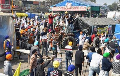 Farmers' protests | Volunteers being prevented from entering Singhu border site
