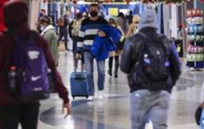 US screened 500 million fewer airport passengers in 2020