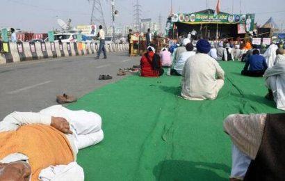 Punjab unions cancel mahapanchayats, urge farmers to return to Delhi