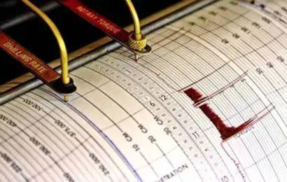 Powerful 7.7 undersea quake hits north of New Zealand, prompts tsunami warning