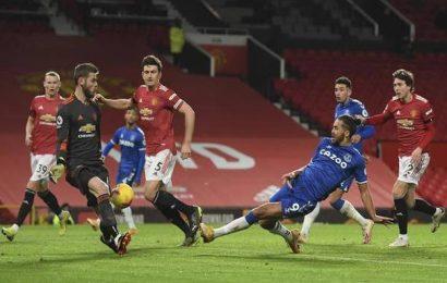 Premier League | United blows lead twice against Everton
