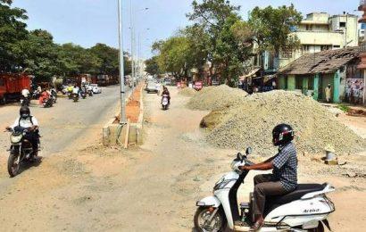 Public demand speedy completion of Smart Road works in Salem