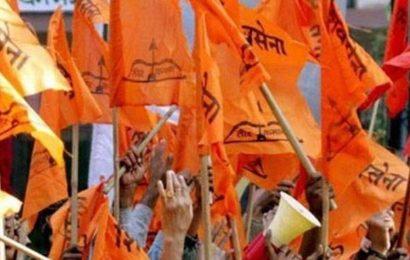 Mumbai: 21 Gujarati businessmen join Shiv Sena in party's outreach to community