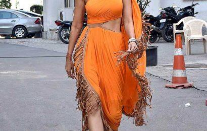 PIX: Dress up like Shraddha, Alia, Kiara this Holi