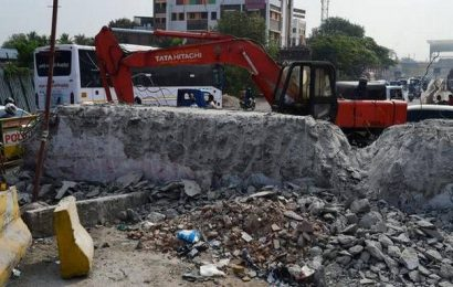 Ramp, part of the unfinished Chennai Port-Maduravoyal elevated corridor, removed on Poonamallee High Road