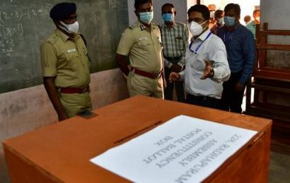 Policemen cast postal ballots