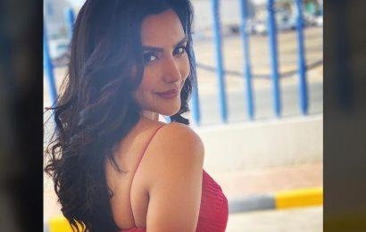 Priya Anand greenlight for passionate kiss?