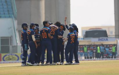 Smriti Mandhana, Jhulan Goswami star as India level series with 9-wicket win against South Africa
