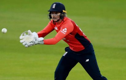 Former England women's keeper Sarah Taylor joins coaching staff of Sussex county's men team