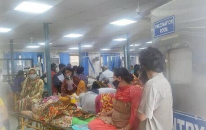 Chaotic scenes outside GTB Hospital ward