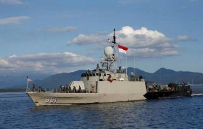 Items found from lost submarine, indicting it sunk: Indonesia navy