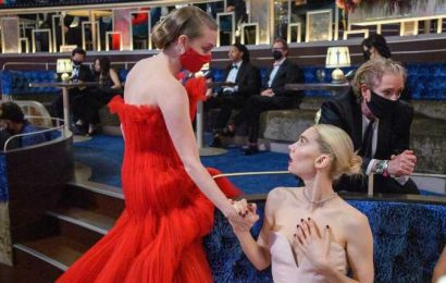 More Backstage Photos from Oscars 2021 – See What Happened During Commercial Breaks!