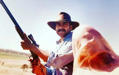 Pawan Kalyan holds a rifle! But Renu Desai covers her face with dupatta