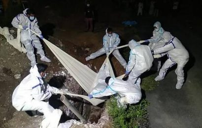 TMMK volunteers help to bury or cremate COVID-19 victims